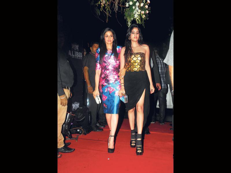 Jhanvi Kapoor walks with mom Sridevi. (Photo by Prodip Guha)