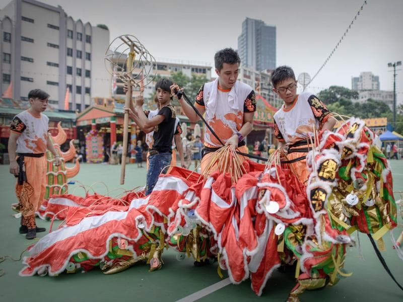 Performers dismantle a dragon at the end of a parade for the Hungry Ghost Festival in Hong Kong. (AFP Photo)