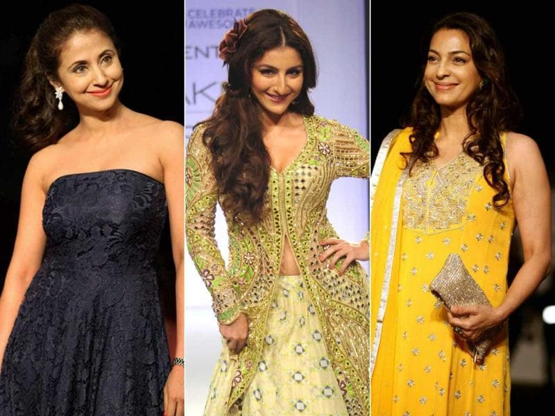 It is showering Bollywood stars at the Lakme Fashion 2013. Yesteryear B-town queens Urmila Matondkar, Juhi Chawla, Soha Ali Khan walked the ramp with today's hot bods. Take a look.