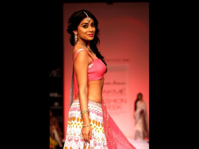 Shriya carries off the bright pink with absolute elan.