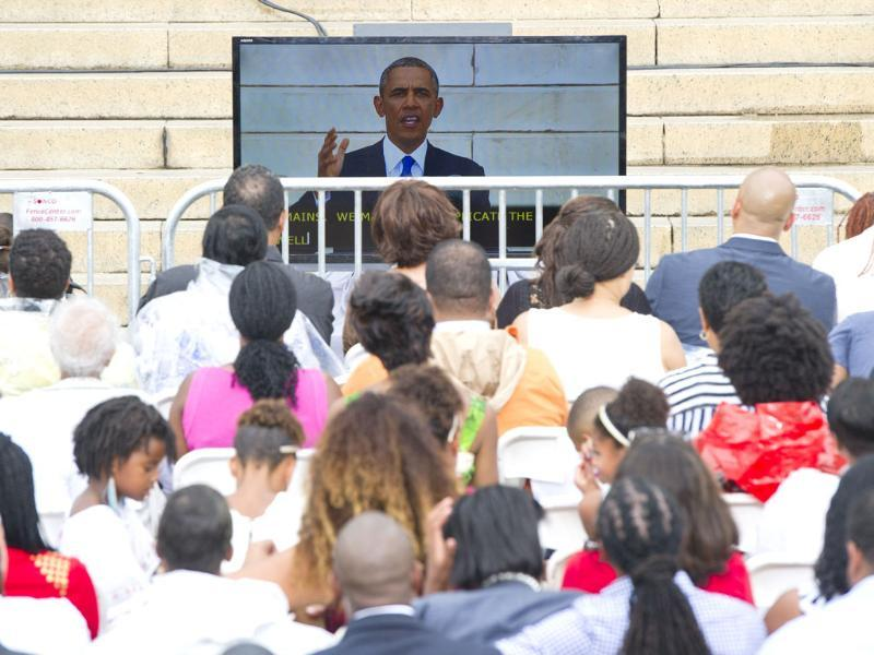 President Obama appears on a television screen as he speaks at the Lincoln Memorial in Washington. (AFP Photo)