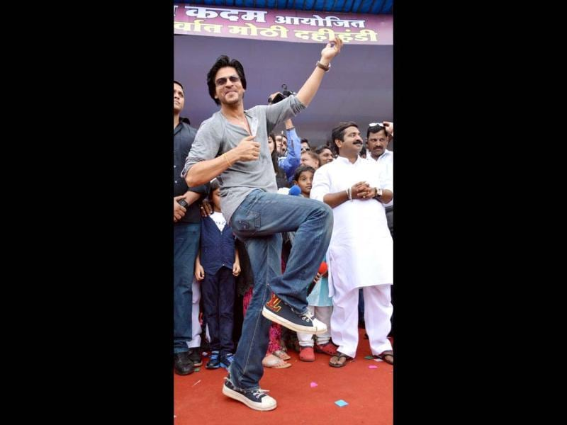 Shah Rukh Khan seemes to have loads of fun at Dahi handi celebrations.