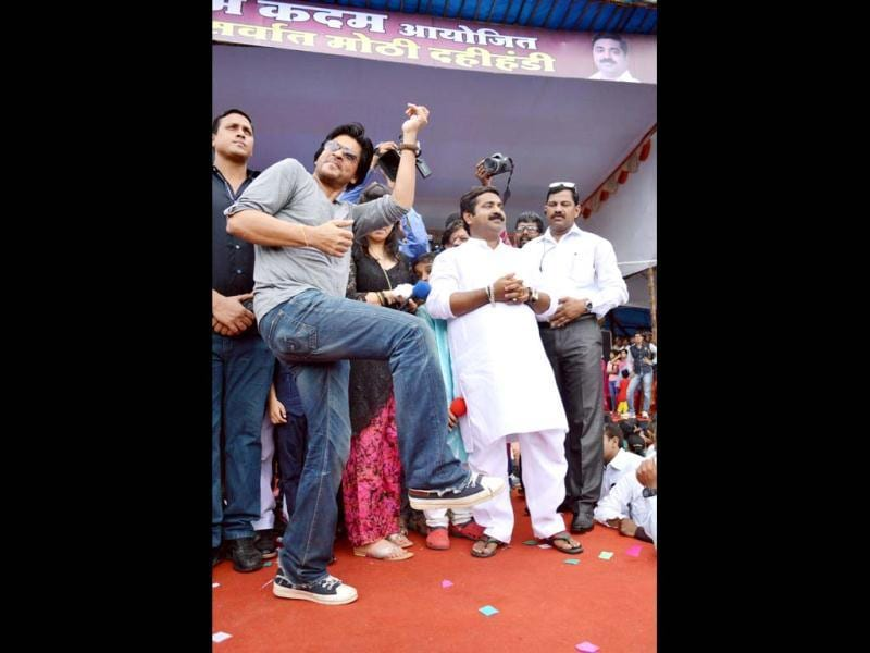 Shah Rukh Khan enjoys himself during Dahi handi celebrations.