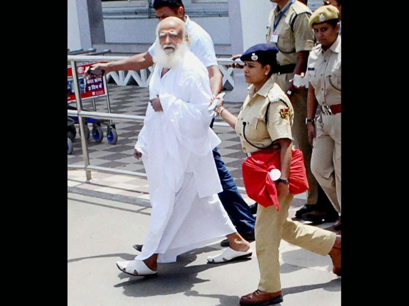 Asaram, after being arrested from his Indore ashram by Jodhpur Police, arrives at Jodhpur airport on Sunday. (PTI Photo)