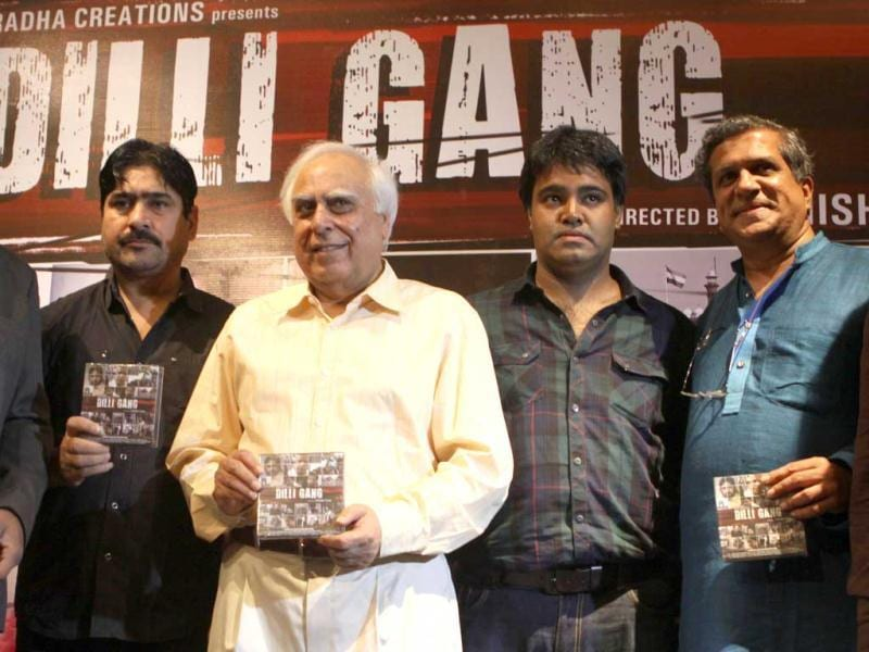 "Yashpal Sharma, Kapil Sibal, Ashish Tyagi & Darshan Jariwala at the music launch of Dilli Gang. Sibal was excited about his debut as singer and lyricist in Bollywood and congratulated director Ashish Tyagi, ""I appreciate the work that Director Ashish Tyagi has done in the film. He tried to fill the huge gap between the two important generations, youth and old aged people."""