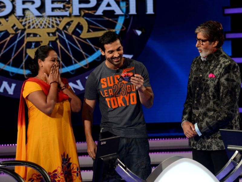Amitabh Bachchan returns to the small screen tonight with his quiz show Kaun Banega Crorepati (KBC) 7. On the inaugural episode for this season, actor John Abraham will also be seen. Browse through.