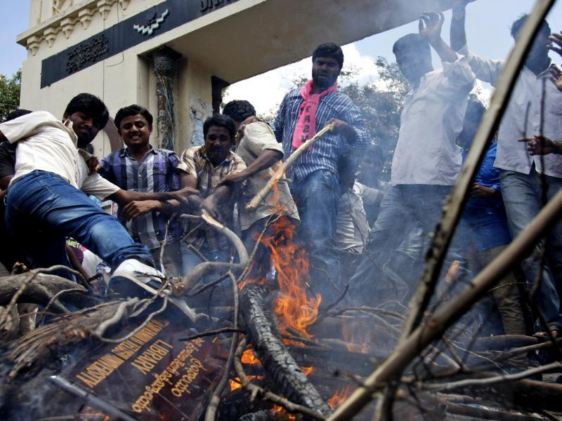 Students burn firewood and shout slogans during a demonstration at Osmania University in Hyderabad. (AP Photo)