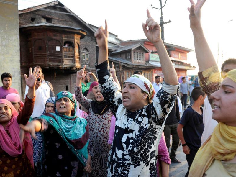 Kashmiri Muslims shout slogans during a protest against the Ehaas-e-Kashmir music concert in Srinagar. (AFP Photo)