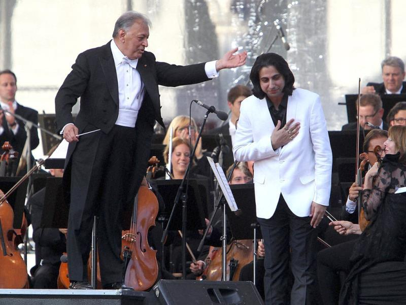 Renowned music conductor Zubin Mehta with Music Composer Abhay Rustum Sopori after performing a composition during a concert 'Ehsaas-e-Kashmir' (Feel of Kashmir) at Shalimar Bagh in Srinagar. (PTI Photo)