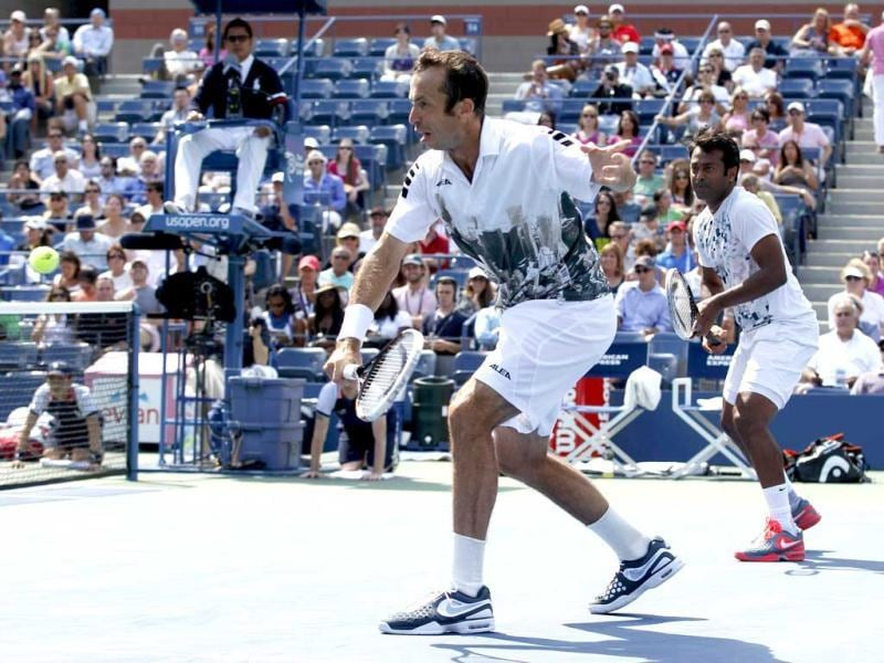 Leander Paes (R) looks on as playing partner Radek Stepanek hits a return to Alexander Peya of Austria and Bruno Soares of Brazil in their Us Open men's doubles final match. (Reuters Photo)