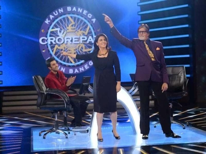 Amitabh Bachchan dances with Neetu Singh on the sets of his quiz show Kaun Banega Crorepati 7 as Ranbir Kapoor looks on. Ranbir and Neetu visit the sets of KBC 7 for promotions of their film Besharam which also stars Pallavi Sharda and Rishi Kapoor. Browse through.