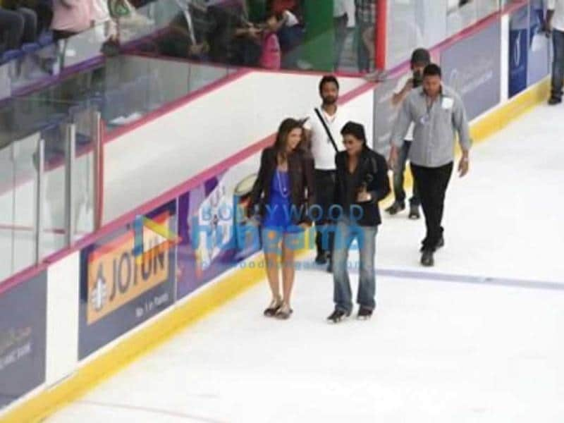 Shah Rukh Khan and Deepika Padukone on the sets of Happy New Year. (Photo: Bollywood Hungama)