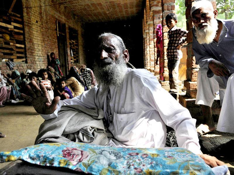 Abdul Wahid, a victim of the communal violence, migrated from the riot affected area Kutbi to in a shelter in Madarasa at Bassi village, in Muzaffarnagar. (Sushil Kumar/HT)