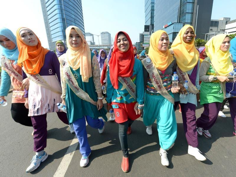 Contestants of the World Muslimah contest take part in a fun walk in Jakarta. (AFP Photo)