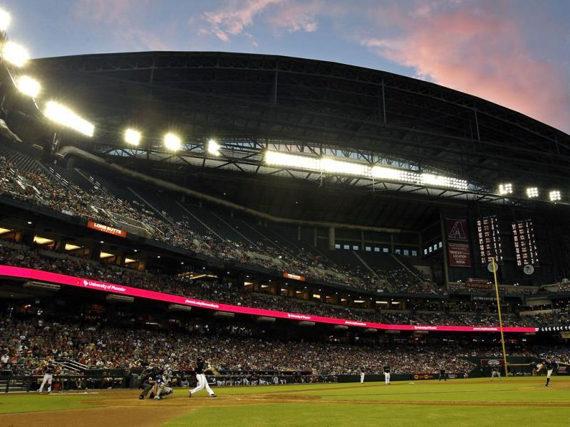 Clouds reflect the setting sun's light over Chase Field during a MLB game between the Colorado Rockies and Arizona Diamondbacks in Phoenix, Arizona. (AFP Photo)