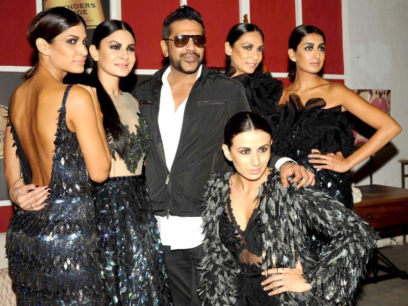 Indian models and designer Rocky (C) pose for a photo during the announcement of The House of Style Preview to the Blenders Pride Fashion Tour 2013 in Mumbai on September 17, 2013. AFP PHOTO/ STR