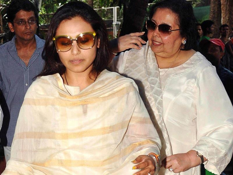 Rani Mukherjee and Pamela Chopra attend a prayer meet for Bollywood film actress Madhuri Dixit's father Shankar Dixit in Mumbai on September 16, 2013.  (AFP Photo)