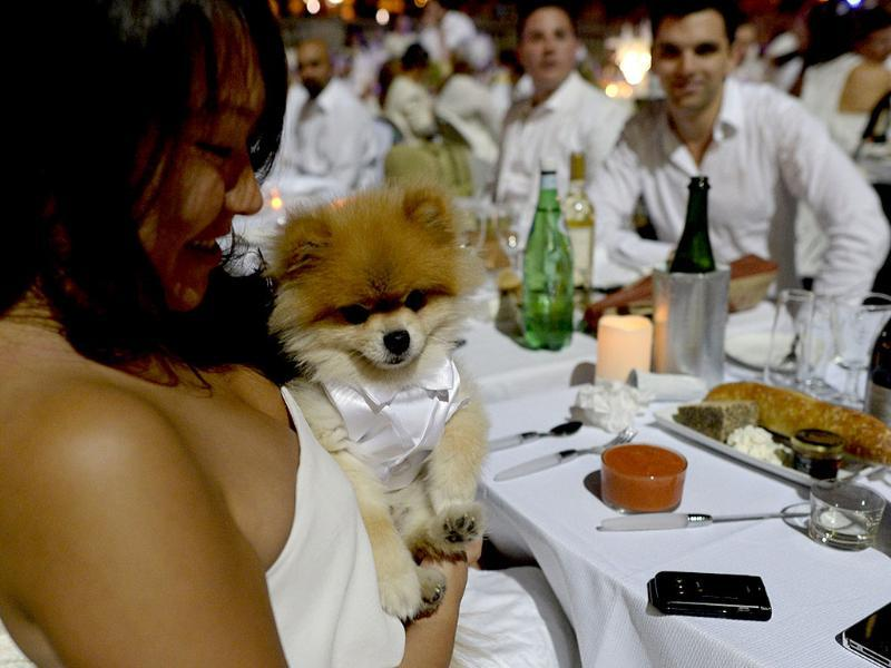 Guests dine at the world's only viral culinary event, where they dress entirely in elegant white. (AFP Photo)