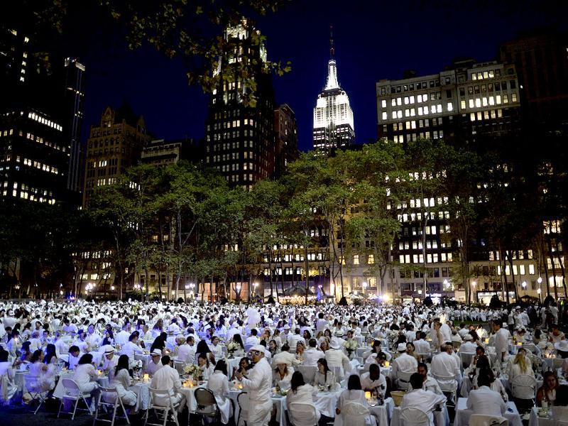Guests dine in New York dressed entirely in elegant white, where they brought their own food, fine china, silverware, tablecloths, table and chairs. (AFP Photo)