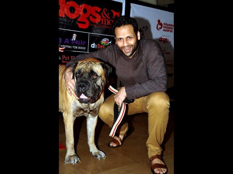 Vikram Saluja with pet attends the 'Pawsitive Peoples' Awards' in Mumbai on September 22, 2013. (AFP Photo)