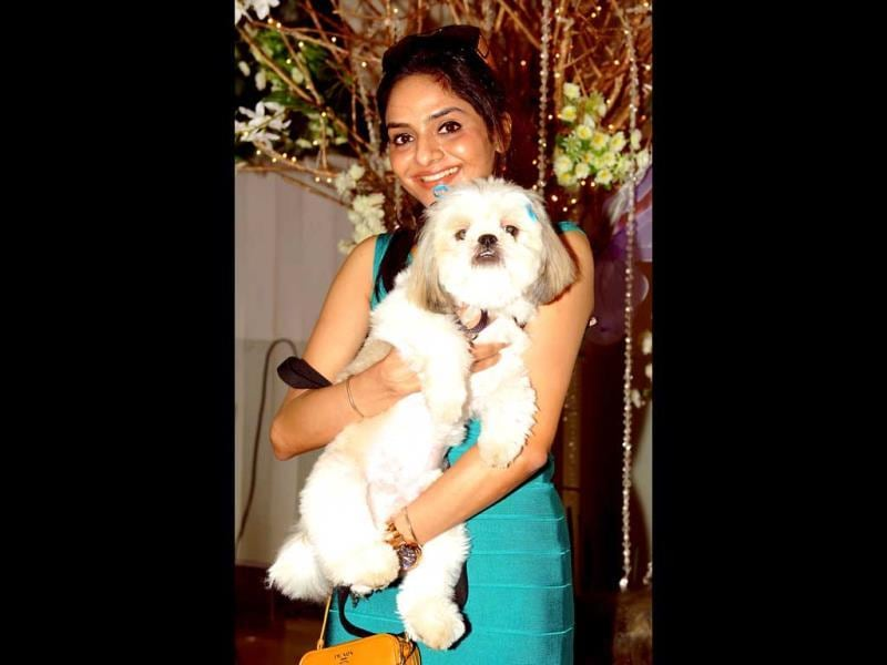 Madhu Shah with pet at the Pawsitive Peoples' Awards. (AFP Photo)