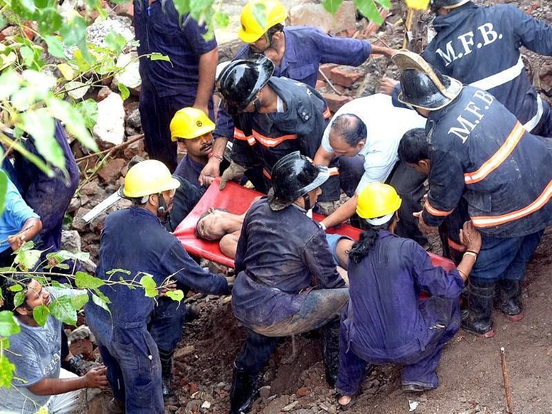 Locals put the number of residents usually inside the collapsed apartment block in Mumbai at around 60. Here, firefighters rescue a survivor from the rubble. (AFP Photo)