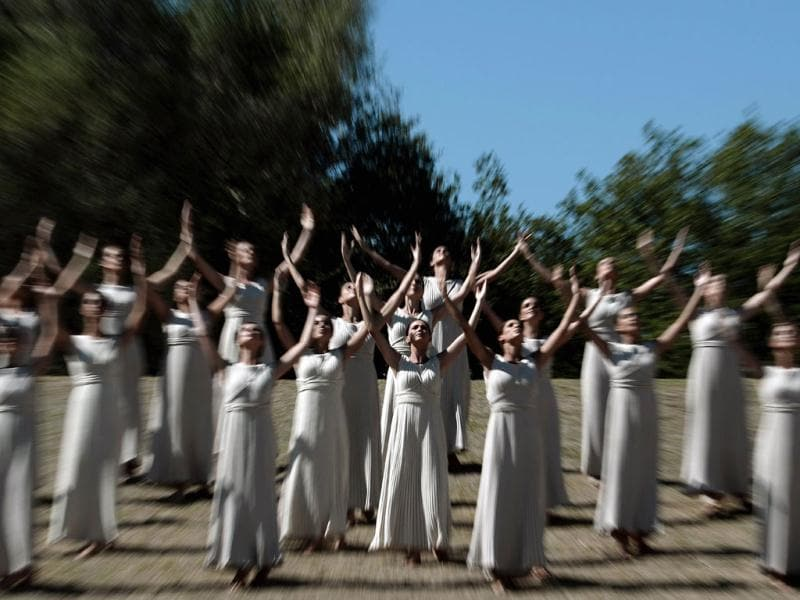 Actresses in the role of priestesses perform on September 28, 2013 in Ancient Olympia, the sanctuary where the Olympic Games were born in 776 B.C, during the final dress rehersal of the Flame Lighting Ceremony for the 2014 Sochi Winter Olympic Games. (AFP Photo)