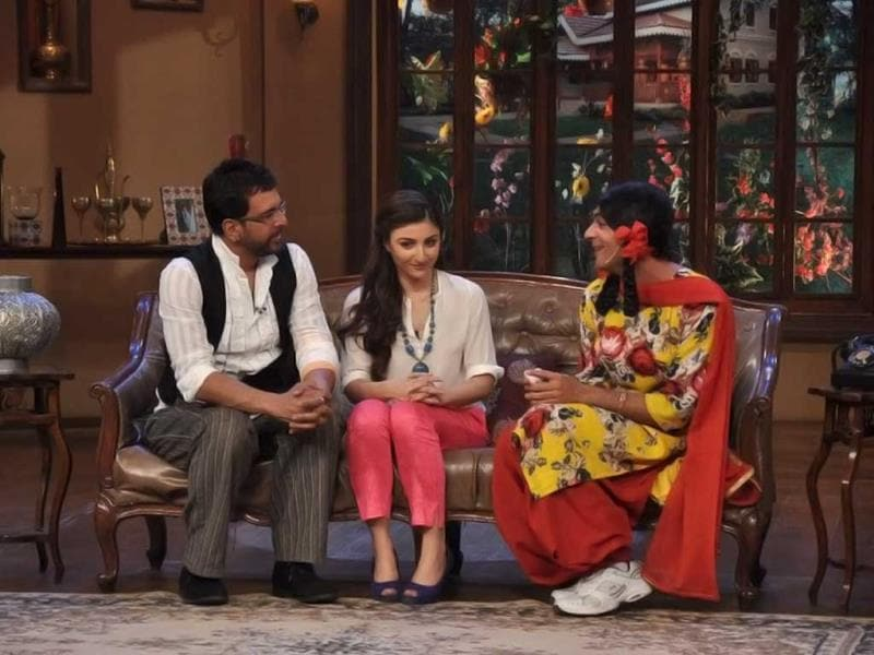 Actors of War Chhod Na Yaar on Comedy Nights with Kapil.