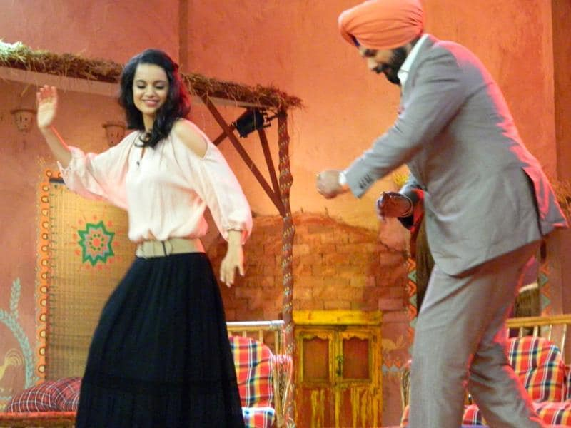 Siddhu joins Kangna Ranaut as she dances on the sets of Comedy Nights with Kapil.