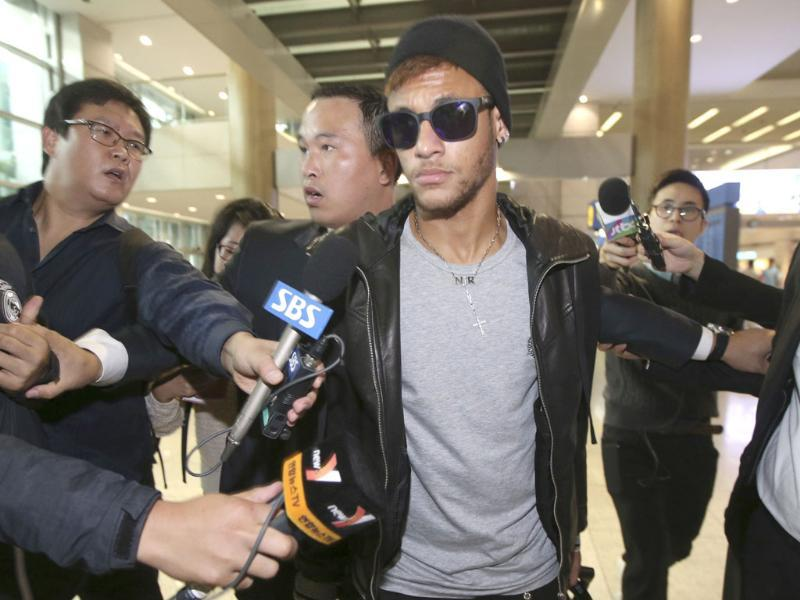 Neymar (C) of Brazil arrives at the Incheon International Airport in Incheon, west of Seoul early. Brazil's national soccer team will play a friendly soccer match against South Korea at the Seoul World Cup Stadium this Saturday. REUTERS