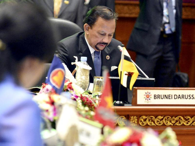 Brunei's Sultan Hassanal Bolkiah delivers his welcoming speech at the 23rd ASEAN Summit in Bandar Seri Begawan. (Reuters Photo)