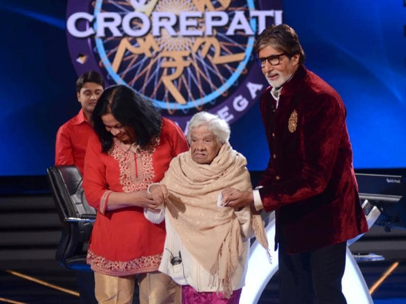 Amitabh Bachchan was overwhelmed when 100-year-old Bernandini D'souza, who is suffering from Alzheimer's, visited her. Bernandini doesn't remember anything except Big B and his movies.