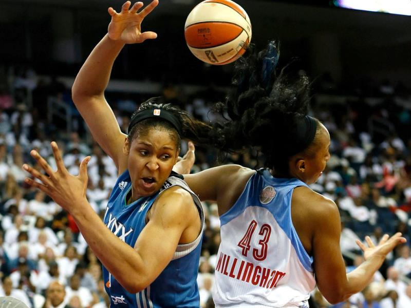 Maya Moore #23 of the Minnesota Lynx battles for a rebound against Le'coe Willingham #43 of the Atlanta Dream during Game Three of the 2013 WNBA Finals at Philips Arena in Atlanta, Georgia. (AFP Photo)