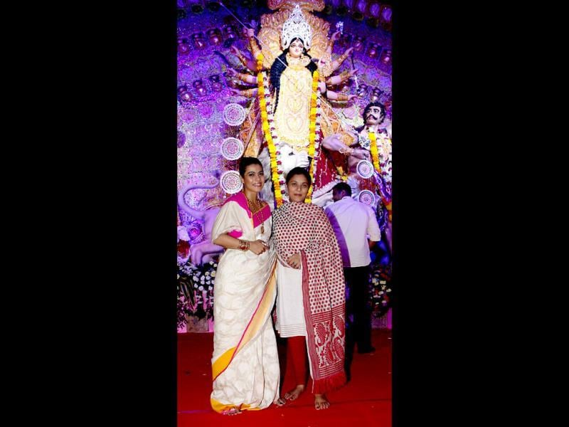 Actors Kajol Devgn and Sharbani Mukherjee pose for a photo at the North Bombay Sarbojanin Durga Puja Charitable trust festival in Mumbai on October 10, 2013. (AFP Photo)