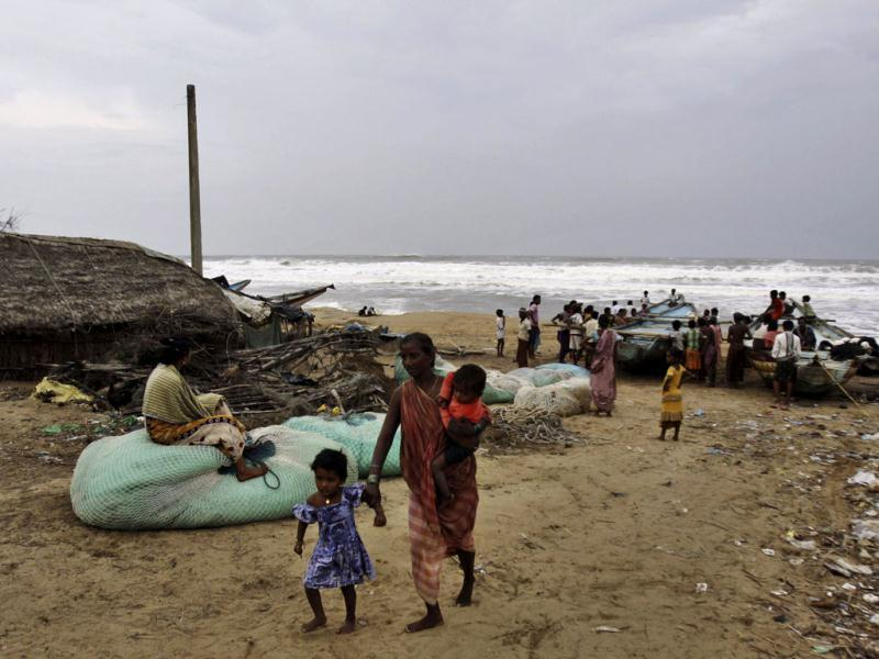 A woman evacuates the coast with her children in Ganjam district, Odisha following a cyclone alert.(AP photo)
