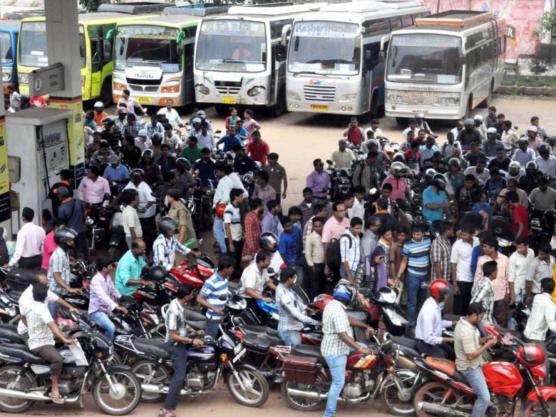 People queue up to fill petrol at a petrol pump in Bhubaneswar in fear of cyclone. (HT photo/Arabinda Mahapatra)