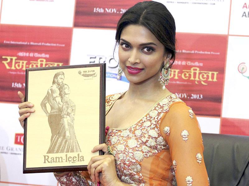 Deepika Padukone was spotted promoting Ram-leela sans Ranveer Singh as the actor has been ill for some time now. Padukone, however, was at her gorgeous best. Take a look.(AP Photo)