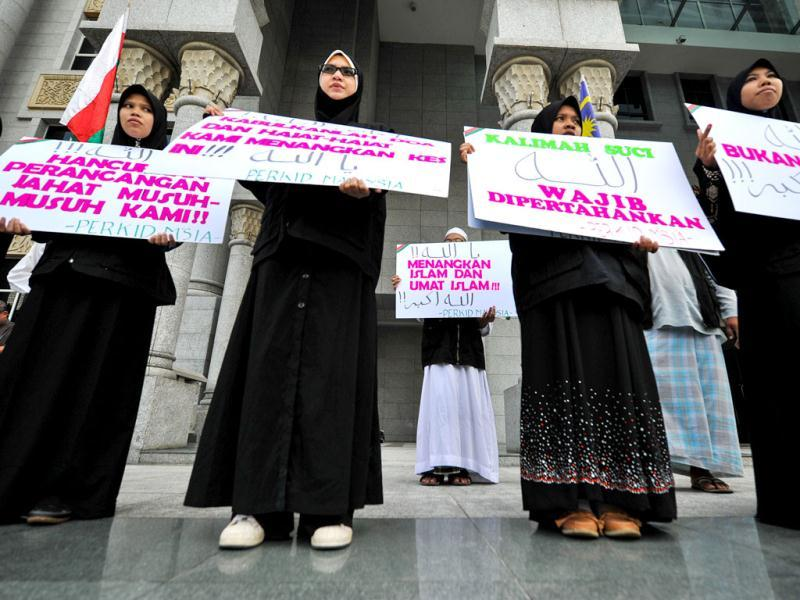 Protestors display placards reading 'Allah word only can be used by Muslims' during a demonstration at the court of appeal in Putrajaya outside Kuala Lumpur.(AFP photo)