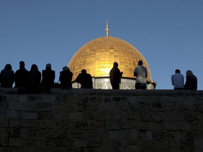 Palestinians pray in front of the golden dome inside the al-Aqsa Mosque compound in Jerusalem on the Muslim holiday of Eid al-Adha or 'The Feast of Sacrifice'. (AFP photo)