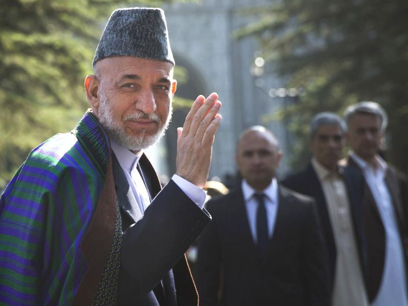 Afghan President Hamid Karzai arrives at a mosque inside the presidential palace to deliver his Eid al-Adha message in Kabul. (AP photo)