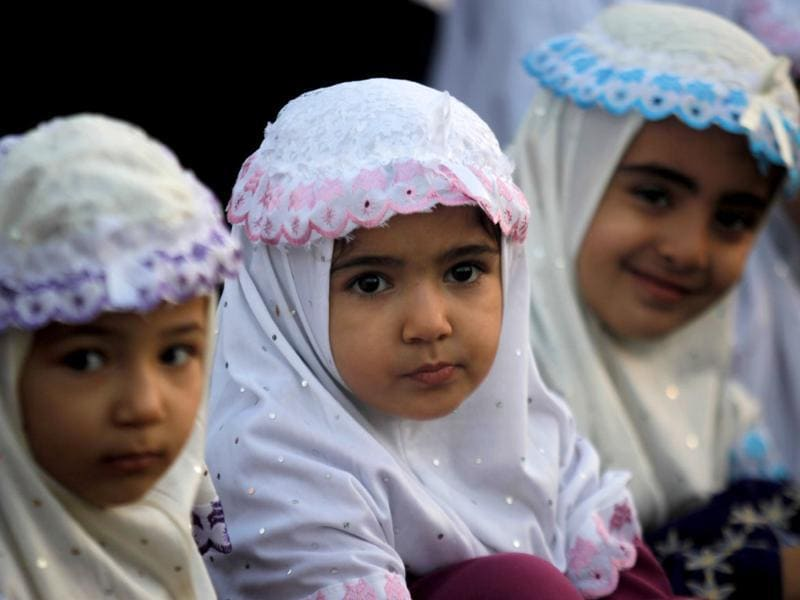 Palestinian girls attend prayers on the first day of Eid al-Adha in al-Yarmouk stadium in Gaza City, (AP photo)
