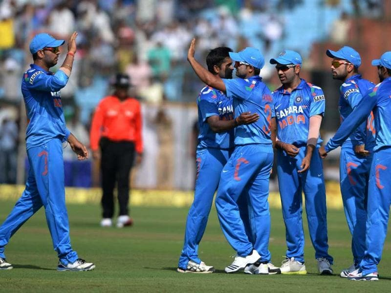 Indian players celebrate the wicket of Aaron Finch during second ODI against Australia at Sawai Man Singh Stadium at Jaipur. (Vipin Kumar/HT Photo)