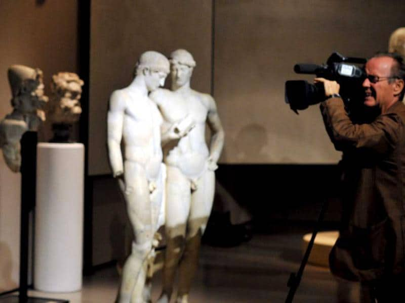 People visit the exhibition, 'Augustus' (Augusto) at the Scuderie del Quirinale in Rome. (AFP Photo)
