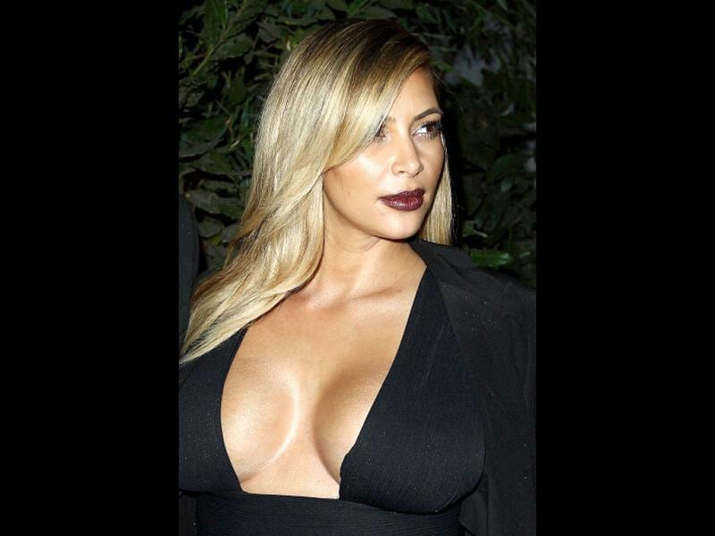 The Kardashian babe flaunts black at a premiere. She's definitely back in shape, what say?