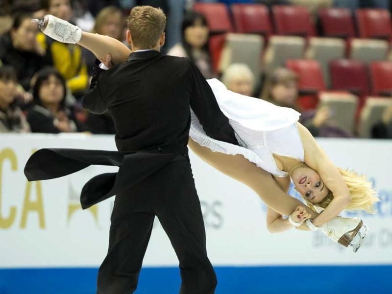 Ice dancers Isabella Tobias and Deividas Stagniunas of Lithuania skate in Detroit, Michigan. (AFP Photo)