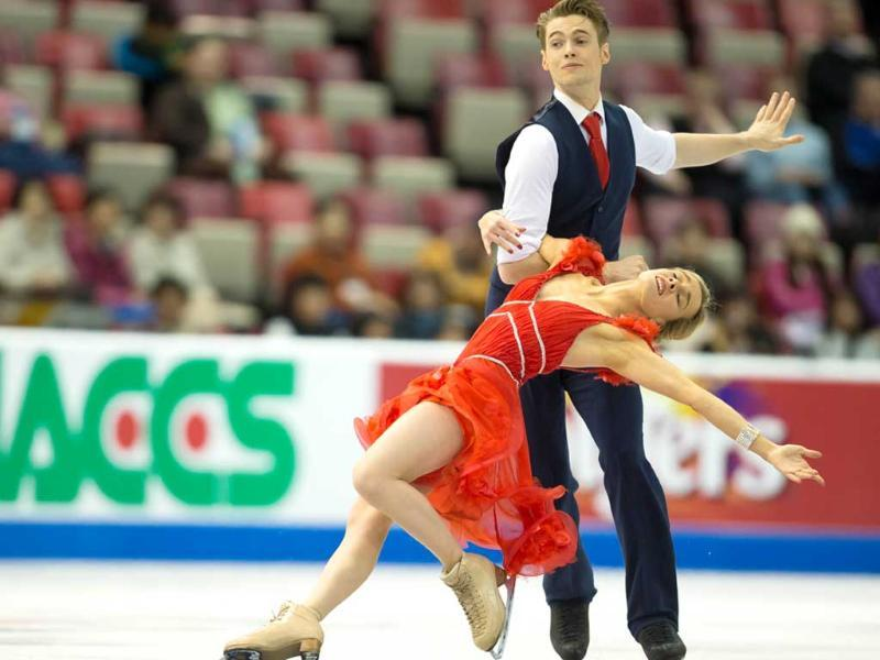 Ice dancers Pernelle Carron and Lloyd Jones of France skate in Detroit, Michigan. (AFP Photo)