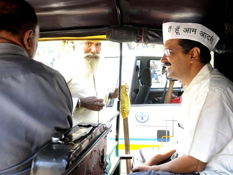 AAP leader Arvind Kejriwal takes an autorickshaw ride while campaigning in New Delhi for the upcoming Assembly elections. (HT Photo/ Sunil Saxena)