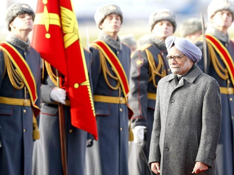 Prime Minister Manmohan Singh reviews the guard of honour upon his arrival in Moscow. (AP photo)