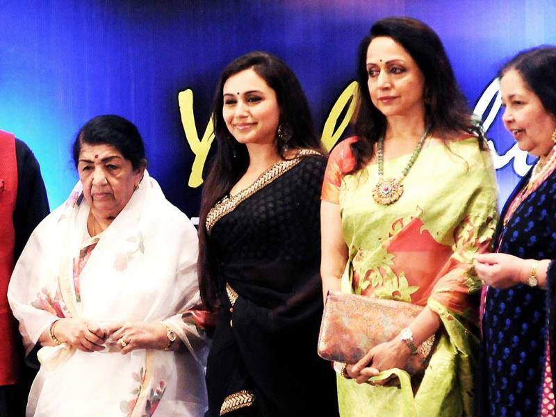 Bollywood was busy attending award ceremonies this weekend. While Amitabh Bachchan, Ranbir Kapoor were spotted at Society Young Achievers Awards 2013, actresses Sridevi, hema Malini and several others were seen at the Yash Chopra Memorial Awards. In the image, legendary singer Lata Mangeshkar, Bollywood film actresses Rani Mukherjee, Hema Malini and Pamela Chopra at the first Yash Chopra Memorial Awards ceremony in Mumbai. (AFP Photo)