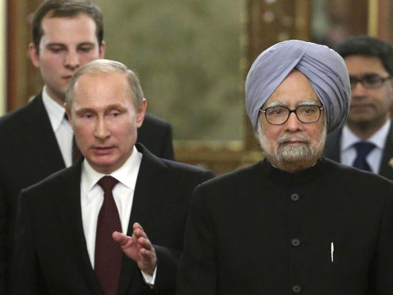 Russia's President Vladimir Putin (L) speaks with India's Prime Minister Manmohan Singh during their meeting in the Kremlin in Moscow. (AFP Photo)